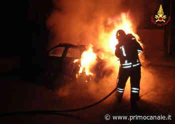 Genova, paura per un'auto abbandonata in fiamme sul litorale di Voltri - Primocanale