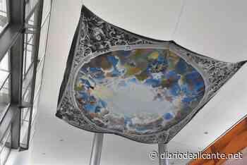 Una réplica del cielo de la Festa pintada por alumnos preside el vestíbulo del IES Misteri d'Elx - Diario de Alicante
