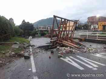 Destruyeron paradero de buses en Chinchiná - La Patria.com