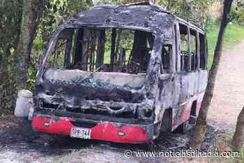 Investigan incendio de buseta en Fusagasugá, Cundinamarca - Noticias Día a Día