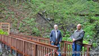 Neuer Fußgängersteg in Wasserfall macht Plästerlegge besser erlebbar - sauerlandkurier.de