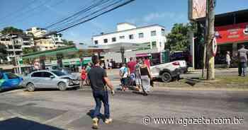 Batida entre carros deixa duas pessoas feridas em Cachoeiro de Itapemirim - A Gazeta ES