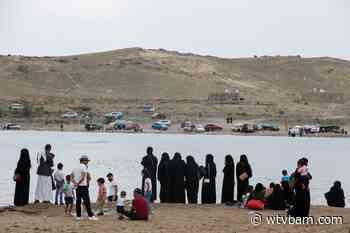 Yemenis find rare leisure time at Sanaa lake - WTVB News