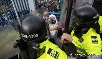 Investigación disciplinaria a policía agresor de joven en protesta de Tunja - Caracol Radio