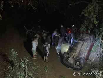 Motorista fica ferido após carro despencar de ponte em Capela do Alto - G1