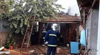 Residência é destruída por incêndio em Assis Chateaubriand - CGN