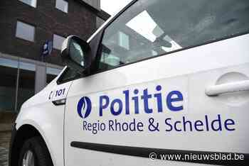 Vijf geparkeerde wagens beschadigd na aanrijding door Volkswagen Golf