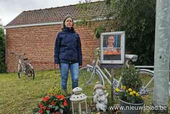 """Vandalen stelen witte kinderfiets aan gedenkplaats verkeersslachtoffer Sofie: """"De wonde wordt opnieuw opengereten"""""""