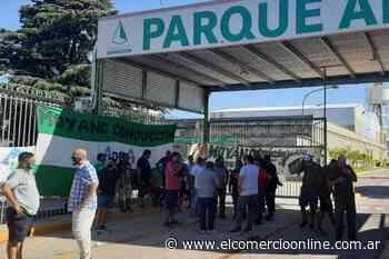 Camioneros bloquean la entrada del Parque empresarial Ader en Villa Adelina - elcomercioonline.com.ar