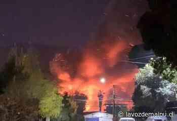 Gran incendio afectó a fábrica de espuma en San Bernardo » La Voz de Maipú - La Voz de Maipú