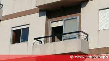 Um morto e nove feridos em incêndio num prédio em Gondomar - Correio da Manhã