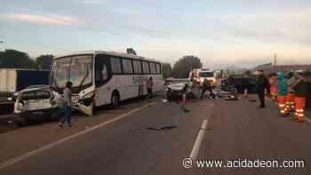 Engavetamento entre carros e ônibus deixa duas vítimas graves na Santos Dumont - ACidade ON