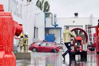 Uitslaande brand bij Autoglas (Wilrijk) - Gazet van Antwerpen
