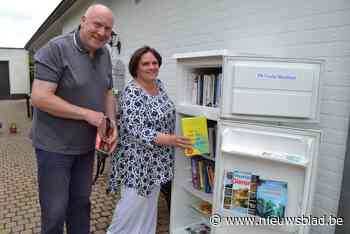 Haal eens een boek uit de frigo: boekenruil(ijs)kast brengt buurt opnieuw bij elkaar