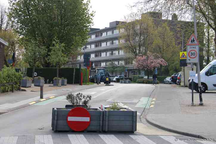Enkele richting ingevoerd als test tegen wildparkeren in Prins Boudewijnlaan