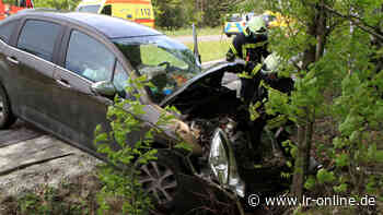 Unfall zwischen Lauchhammer und Kostbrau: Autofahrerin aus Schwarzheide verletzt - Lausitzer Rundschau