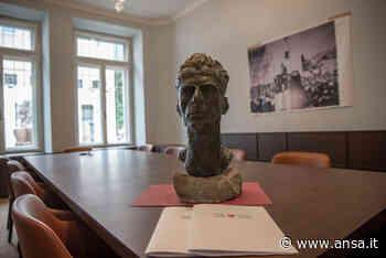 Un busto per ricordare Silvius Magnago a palazzo Widmann - Agenzia ANSA