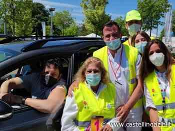 Enrico Brignano si è vaccinato al drive-in dell'Outlet di Valmontone (FOTO) - Da stanotte prenotazioni 43/40enni - Castelli Notizie