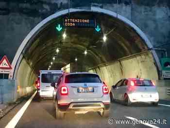 Auto ribaltata sulla A10 tra Voltri e Pegli, anche il lunedì inizia in coda - Genova24.it