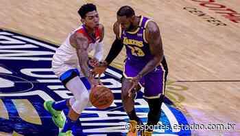 Didi Louzada, do New Orleans Pelicans, e LeBron James, do Los Angeles Lakers - Esportes Estadão