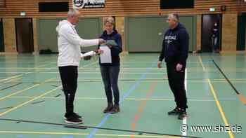 Lehrgang des Nationalteams: Hohenlockstedt als nationaler Faustball-Stützpunkt ausgezeichnet   shz.de - shz.de