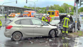 25.05.2021 - Langenfeld Berghausen - Schwere Kollision in Kreuzung: 3 Autos beteiligt - 2 Verletzte - Emergency-Report.de