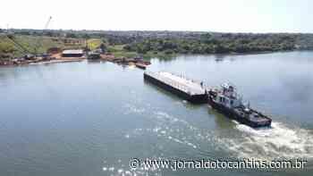 Balsas usadas nas fundações submersas da nova ponte de Porto Nacional são colocadas no rio Tocantins - Jornal do Tocantins