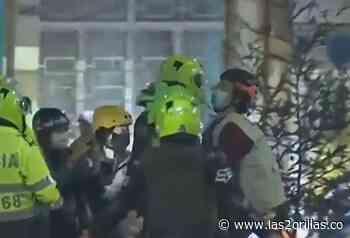 VIDEO: Brutal agresión de policías a Defensor de Derechos Humanos en Soacha - Las2orillas