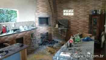 Princípio de incêndio em área de festas movimenta bombeiros de Schroeder - Jornal do Vale do Itapocu
