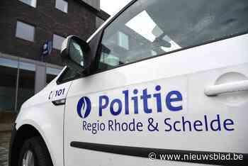 Vijf geparkeerde wagens beschadigd na aanrijding door Volksw... (Merelbeke) - Het Nieuwsblad