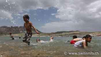 Yemenis find rare leisure time at Sanaa lake - swissinfo.ch