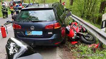 Engelskirchen: Motorradfahrer (45) rutscht in Gegenverkehr – tot - BILD