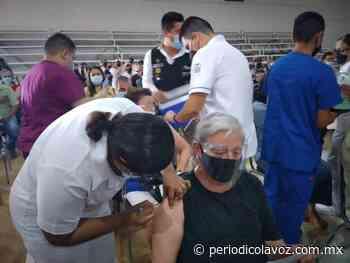 Arranca Sabinas vacunas a 40-49 - Periódico La Voz