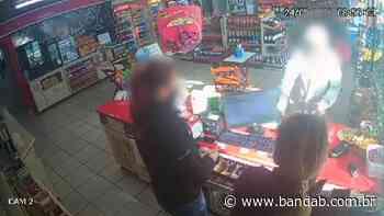 Homem se revolta com funcionárias de posto em Campo Largo após pedido para usar máscara; assista - Banda B - Banda B