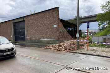 Muurtje stort in door hevige windstoot (Machelen) - Het Nieuwsblad