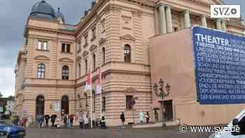 Kultur in Schwerin: Lange Schlangen an der Theaterkasse   svz.de - svz – Schweriner Volkszeitung