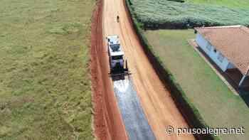 Prefeitura inicia asfaltamento no bairro Anhumas, na zona rural de Pouso Alegre - PousoAlegre.net