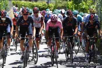 ¡Motivación colombiana! Martínez alienta a Egan en duro día en Giro - FutbolRed