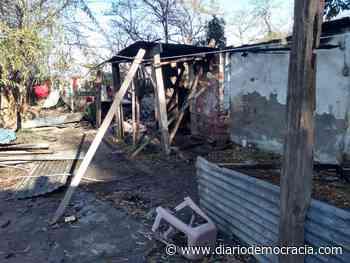 Voraz incendio en vivienda de Lincoln: un muerto - Diario Democracia