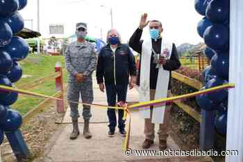 Comando Aéreo de Madrid refaccionó las aulas de un colegio de Tausa, Cundinamarca - Noticias Día a Día