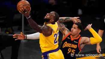 LeBron James führt Lakers in die Playoffs: »Ich habe drei Körbe gesehen, also habe ich einfach auf den mittleren geworfen« - DER SPIEGEL