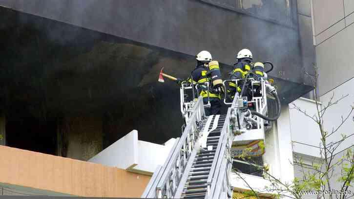 """Rodgau/Offenbach: Großbrand in der """"Chinamauer"""": Mutter flieht mit Kinder vor Flammen – elf Wohnungen unbew... - op-online.de"""