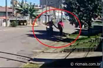 Motoqueiro assedia mulheres no Xaxim, em Curitiba; vídeo - RIC Mais