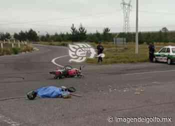 Por exceso de velocidad, muere motociclista tras chocar contra taxi en Perote - Imagen del Golfo