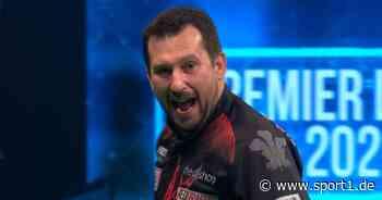 Premier League of Darts: Jonny Clayton besiegt Dimitri van den Bergh mit 8:6 - SPORT1