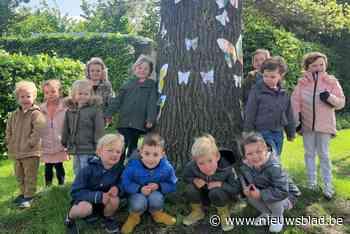 Kasteellaan nog mooier: kleuters steken bomen in kleur - Het Nieuwsblad
