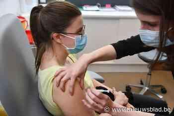 Bijna helft van de volwassenen al gevaccineerd - Het Nieuwsblad