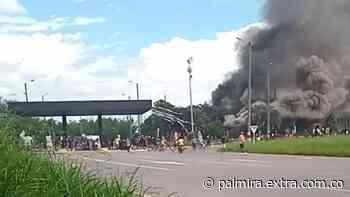Incineraron peaje de Villarrica, hubo tensión entre indígenas y policías - Extra Palmira