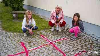 Kinder und Corona: Guerilla-Aktion ermöglicht Spiele auf den Straßen in Beeskow - moz.de