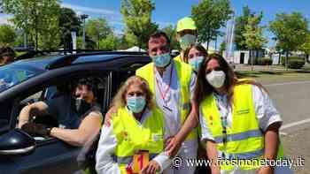 Valmontone, Enrico Brignano si vaccina al drive-in dell'outlet - FrosinoneToday